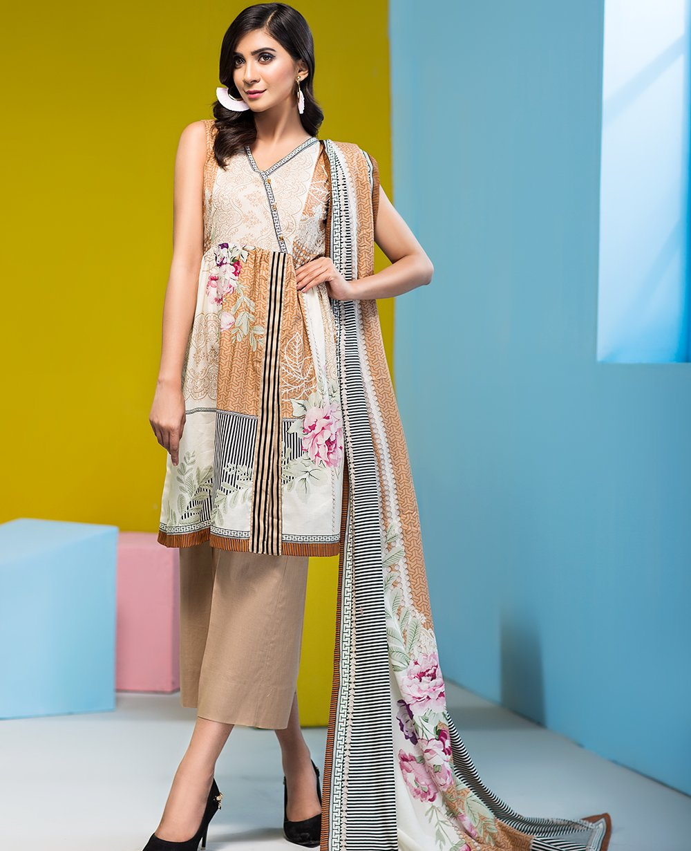 /2019/04/house-of-ittehad-crystal-lawn-vol-2-lf-cl-3558b-19-image1.jpeg
