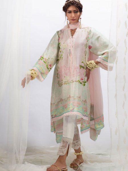 Farah Talib Aziz Rose with dupatta