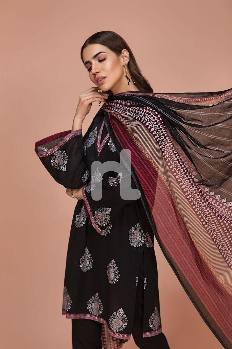 /2019/07/nishat-linen-41907519-voil-slub-lawn-cambric-black-printed-3pc-image2.jpeg