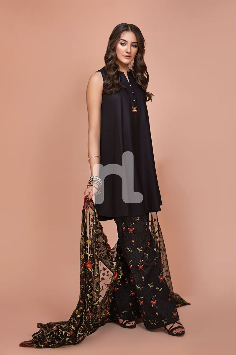 /2019/07/nishat-linen-41907526-net-lawn-cambric-black-digital-printed-embroidered-3pc-image2.jpeg