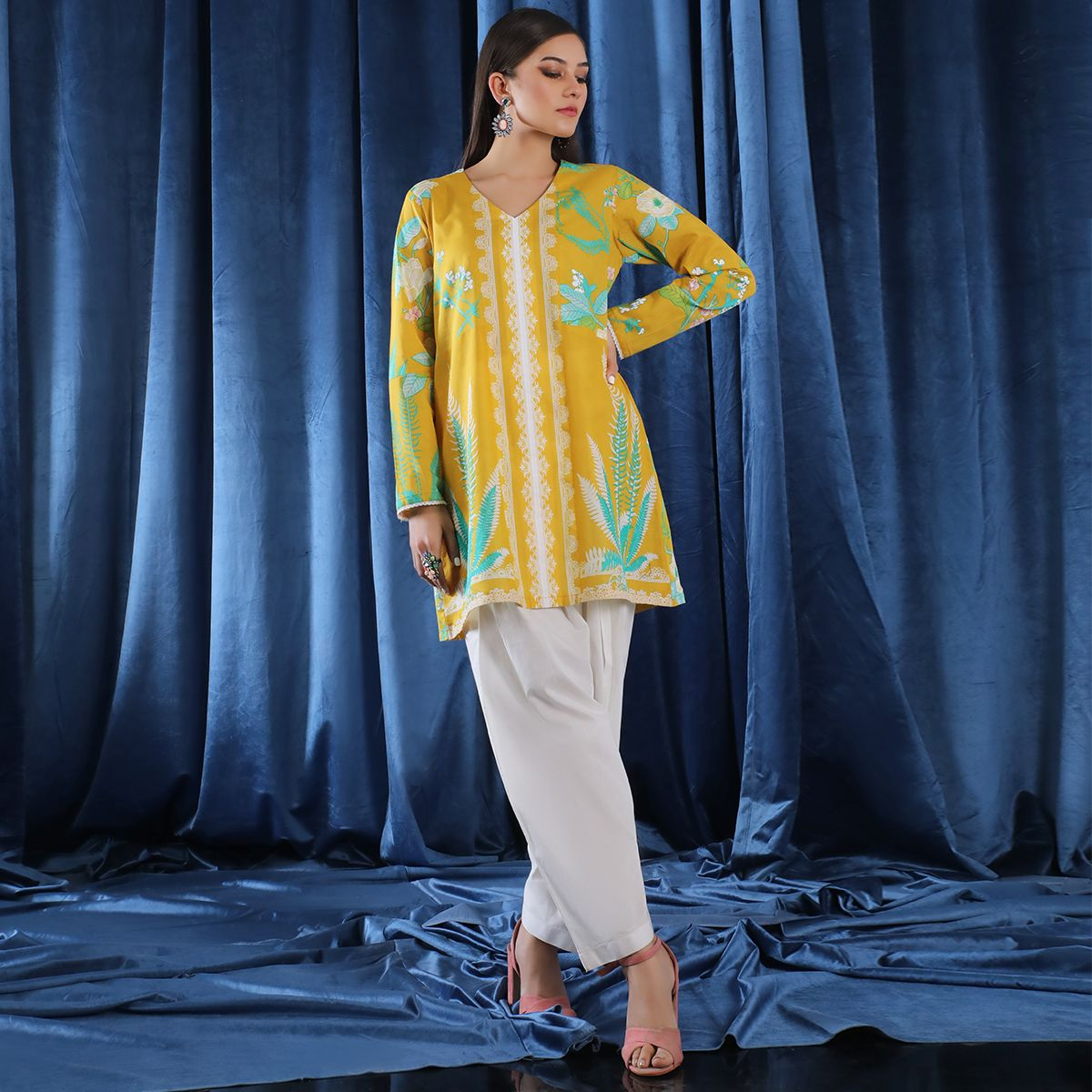 /2019/07/sana-safinaz-da19006-diy-collection-unstitched-fabric-image1.jpeg