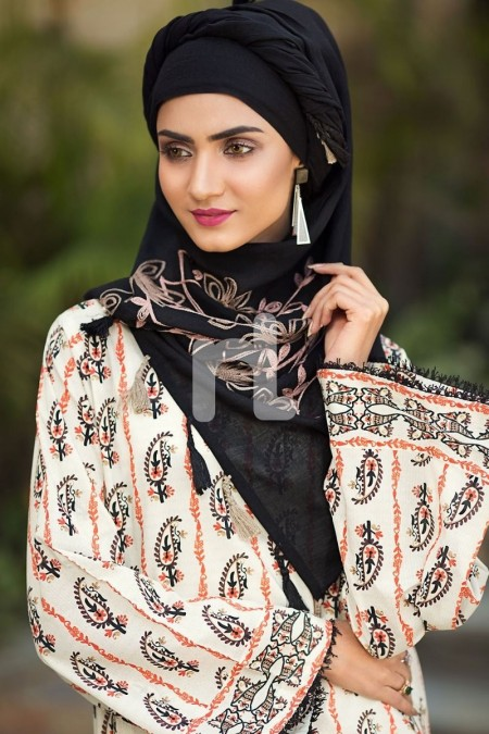 Nishat Linen DS19-56 Off White Digital Printed Stitched Lawn Jalabiya 1PC