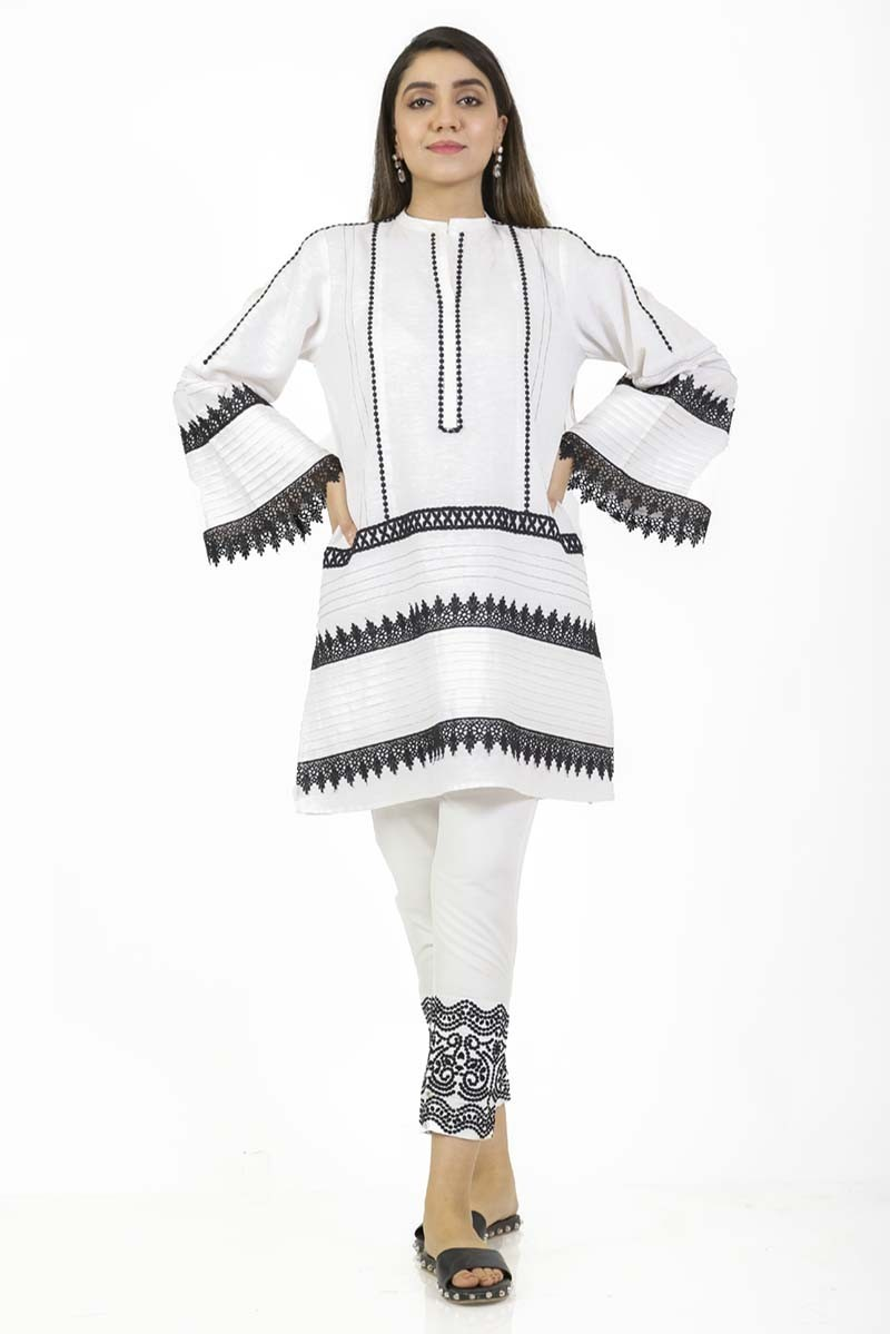 /2019/09/ego-monochrome-collection-classic-b-w--loose-cut-kurta-image1.jpeg