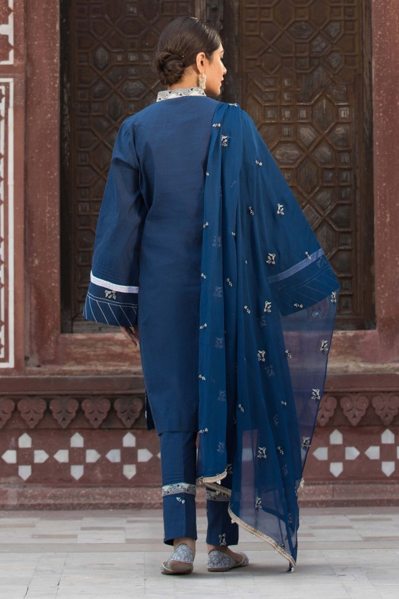 /2019/10/sapphire-winter-19-unstitched-collection-bohemian-blue002dyestm806-image2.jpeg