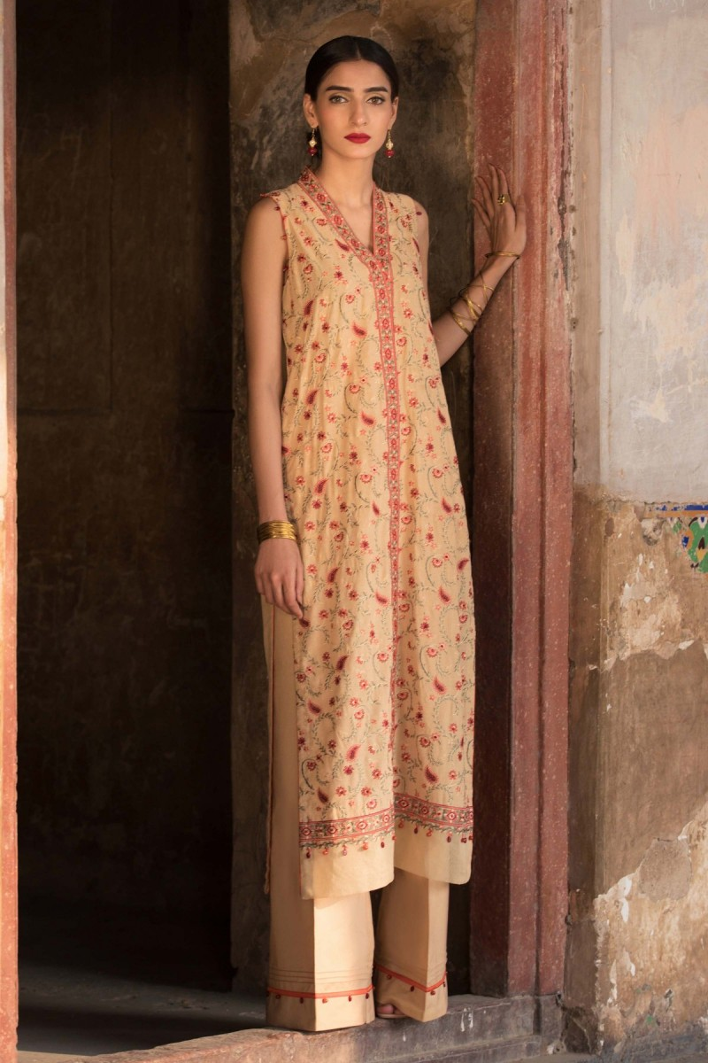 /2019/10/sapphire-winter-19-unstitched-collection-madras-rose003dyestm802-image1.jpeg