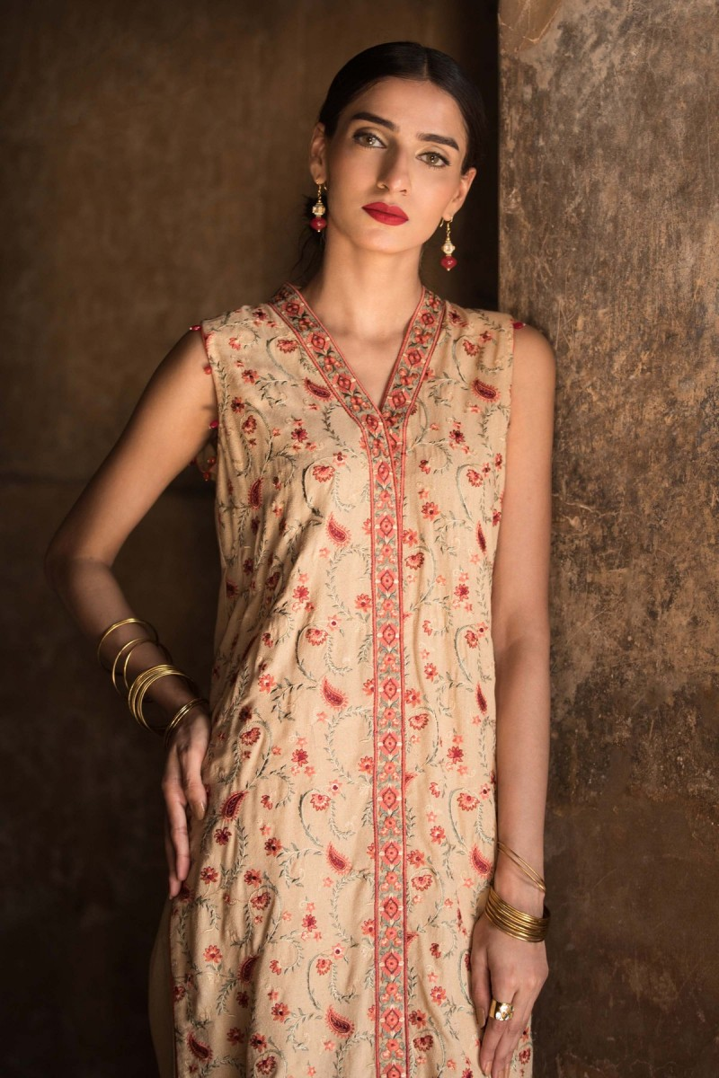 /2019/10/sapphire-winter-19-unstitched-collection-madras-rose003dyestm802-image2.jpeg