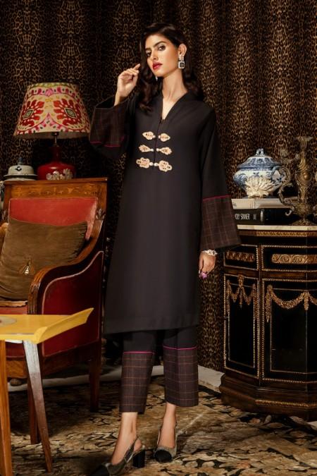 Ammara Khan RTW-W19-W03
