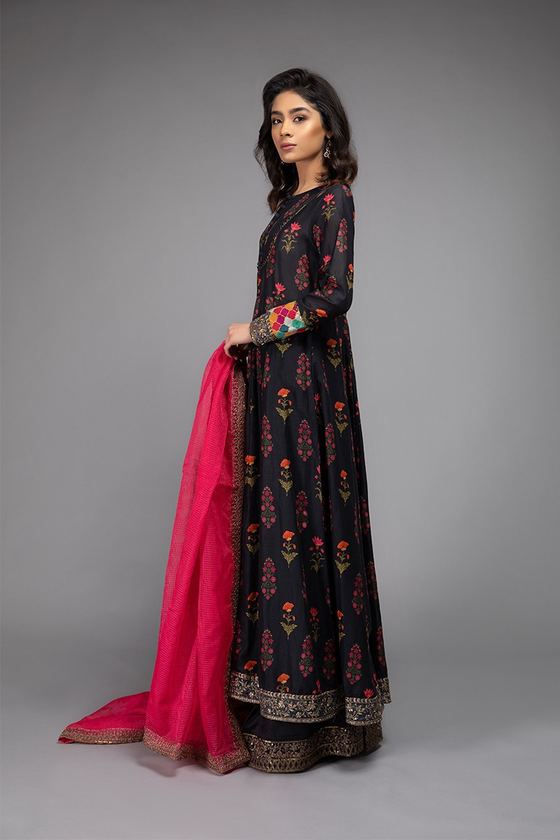 /2020/05/mariab-eid-collection-suit-charcoal-grey-dw-ef20-10-image2.jpeg