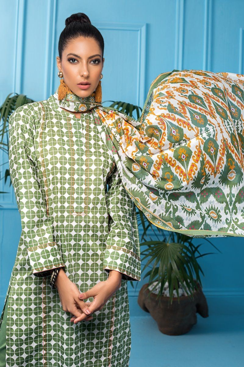 /2020/08/gul-ahmed-mid-summer-collection-3-pc-unstitched-printed-cambric-suit-cbn-114-a-image2.jpeg