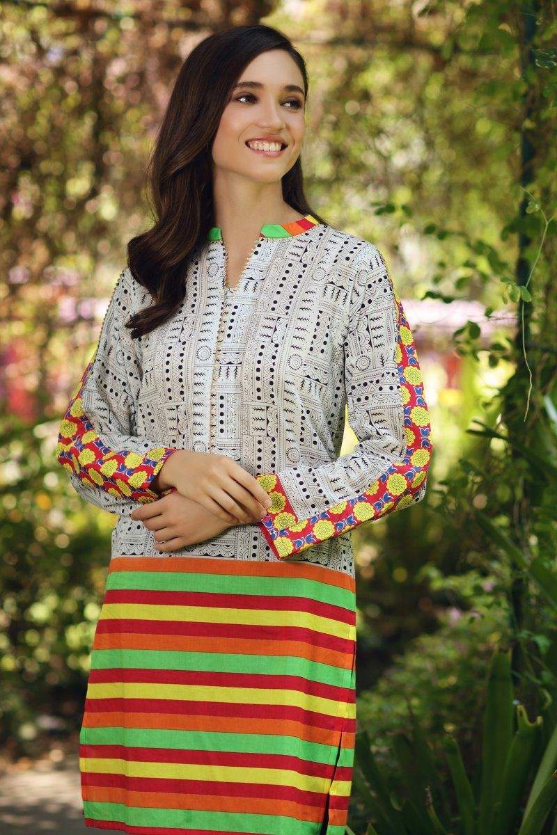 /2020/08/gul-ahmed-mid-summer-collection-cambric-printed-unstitched-shirt-scn-126-a-image2.jpeg