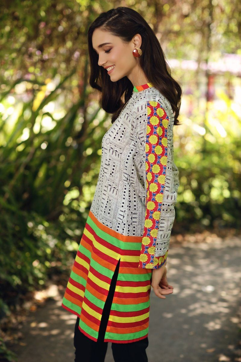 /2020/08/gul-ahmed-mid-summer-collection-cambric-printed-unstitched-shirt-scn-126-a-image3.jpeg