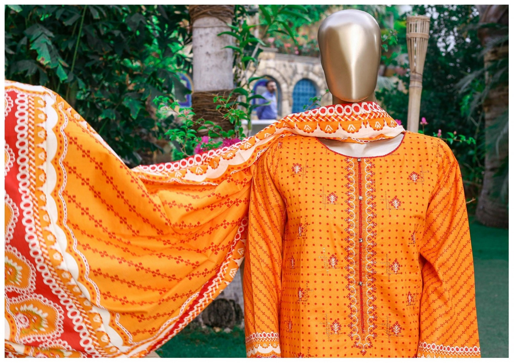 /2021/04/bin-saeed-festive-stitched-embroidered-collection-vol-09-d-fr-502-b-image2.jpeg