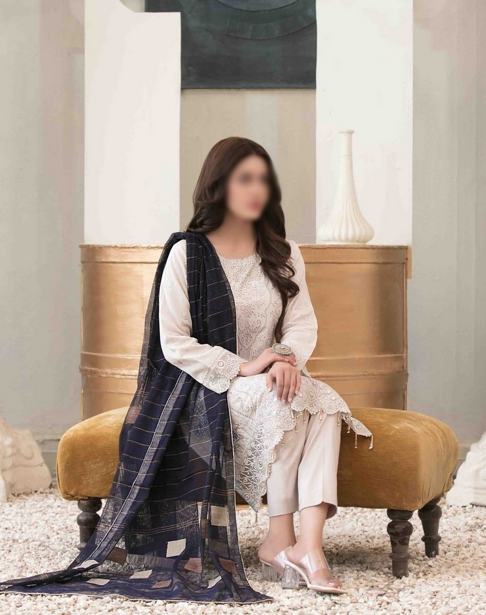 /2021/06/tawakkal-eira-embroidered-fancy-lawn-collection-d-1579-image1.jpeg