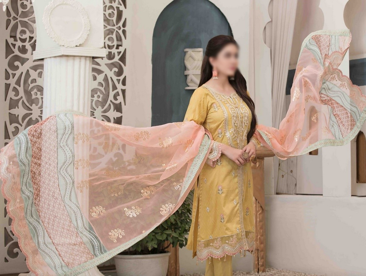 /2021/06/tawakkal-eira-embroidered-fancy-lawn-collection-d-1580-image1.jpeg